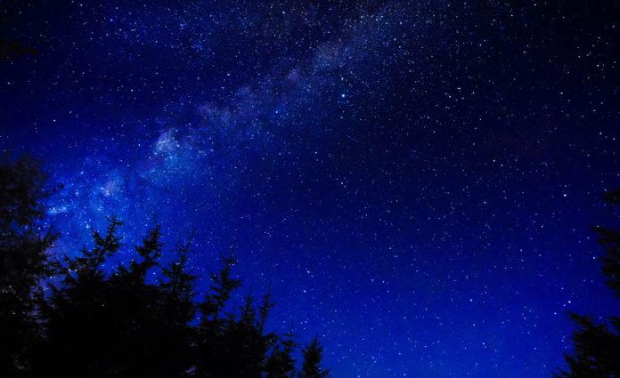 Почему мы видим звезды белыми?