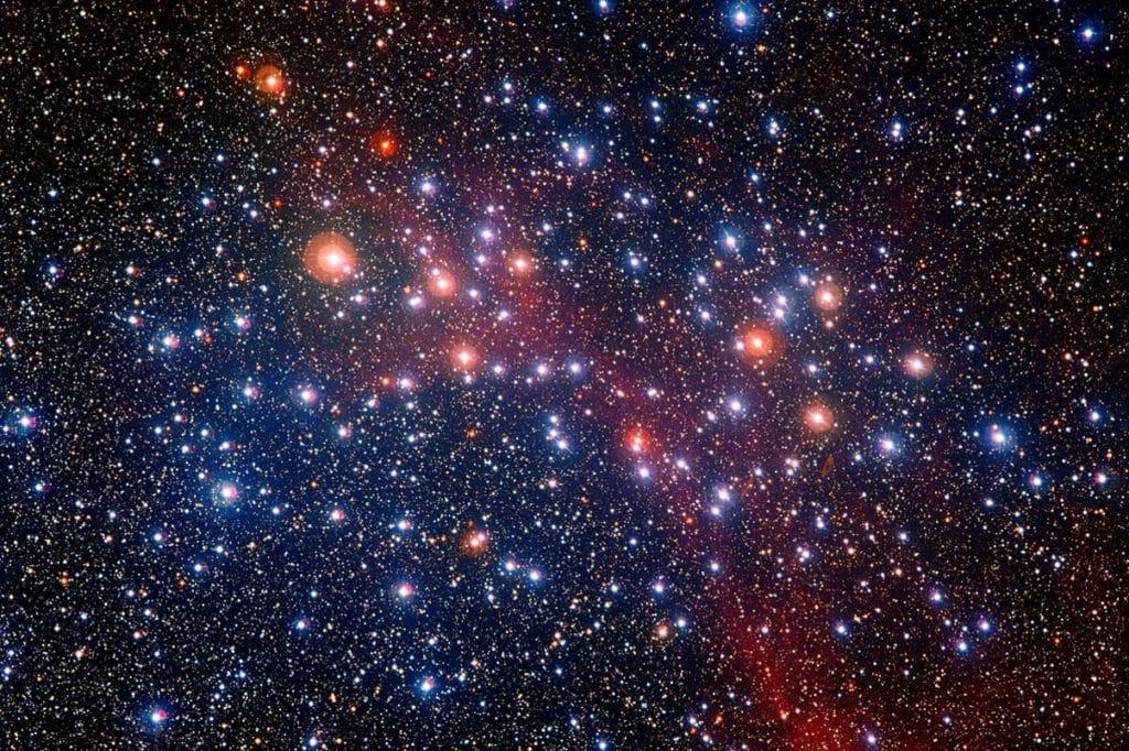 Различный цвет звезд